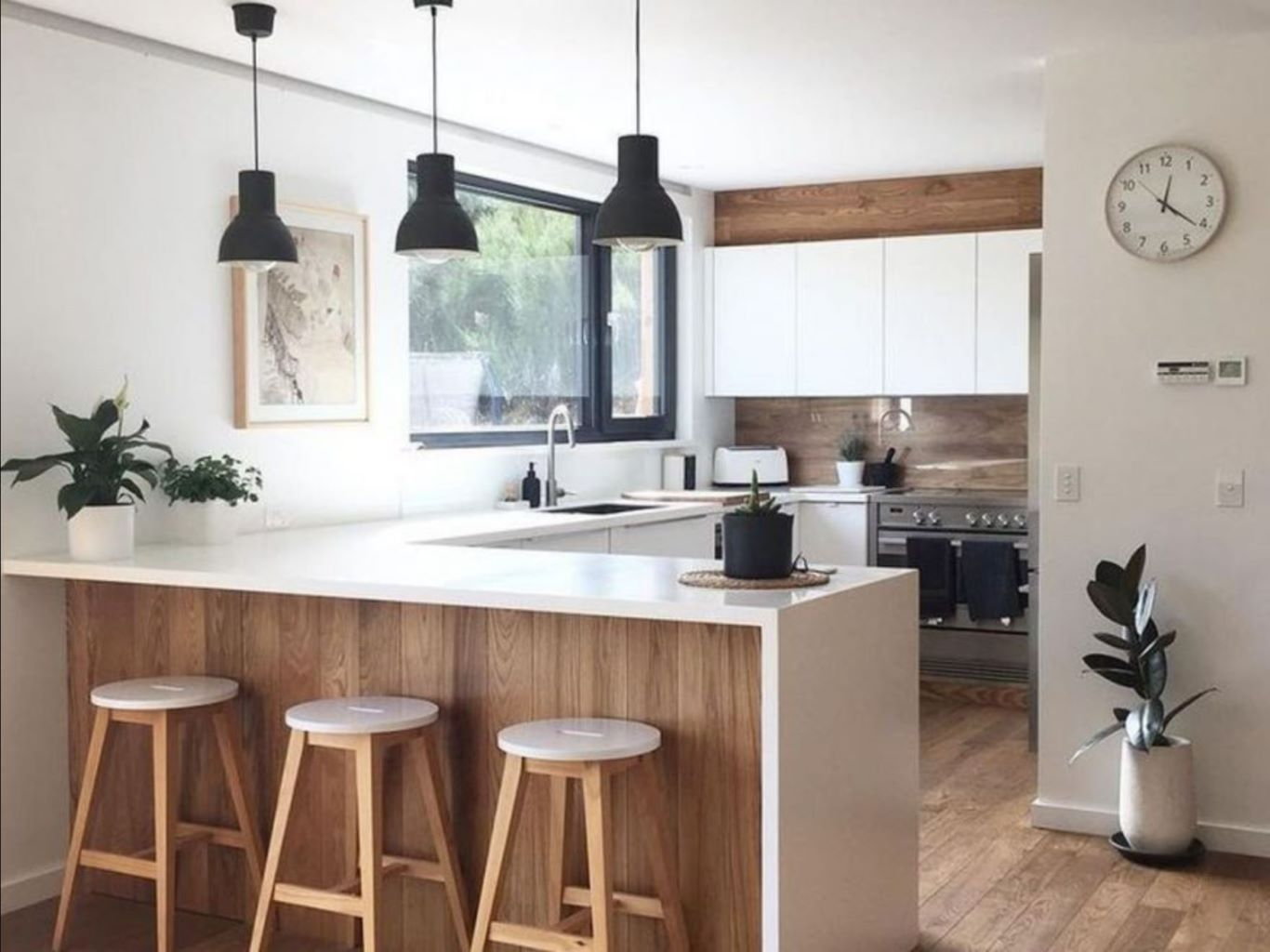 Open-kitchen Contemporary style featuring island countertop