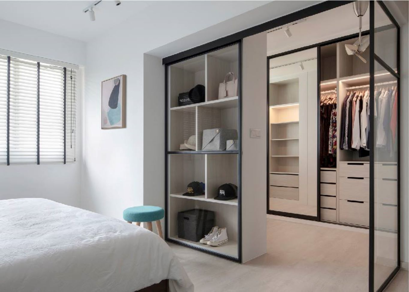 Open-wardrobe in a Contemporary bedroom