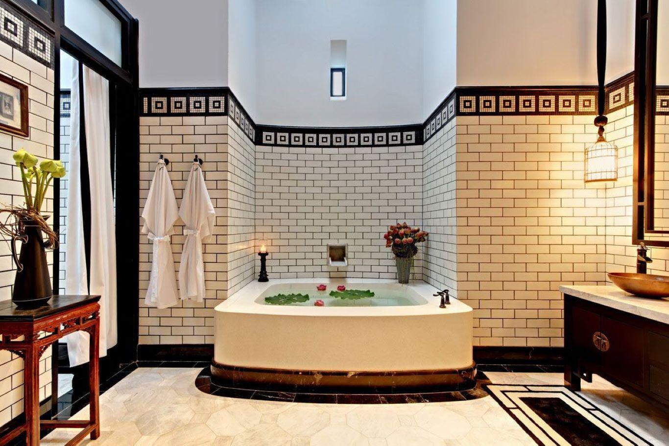Single bathtub bathroom with Oriental Chinese wood furniture and wall design