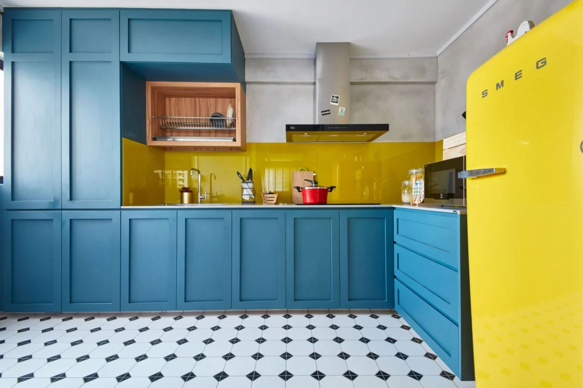 Bright vivid colors inject Retro vibe in the kitchen space