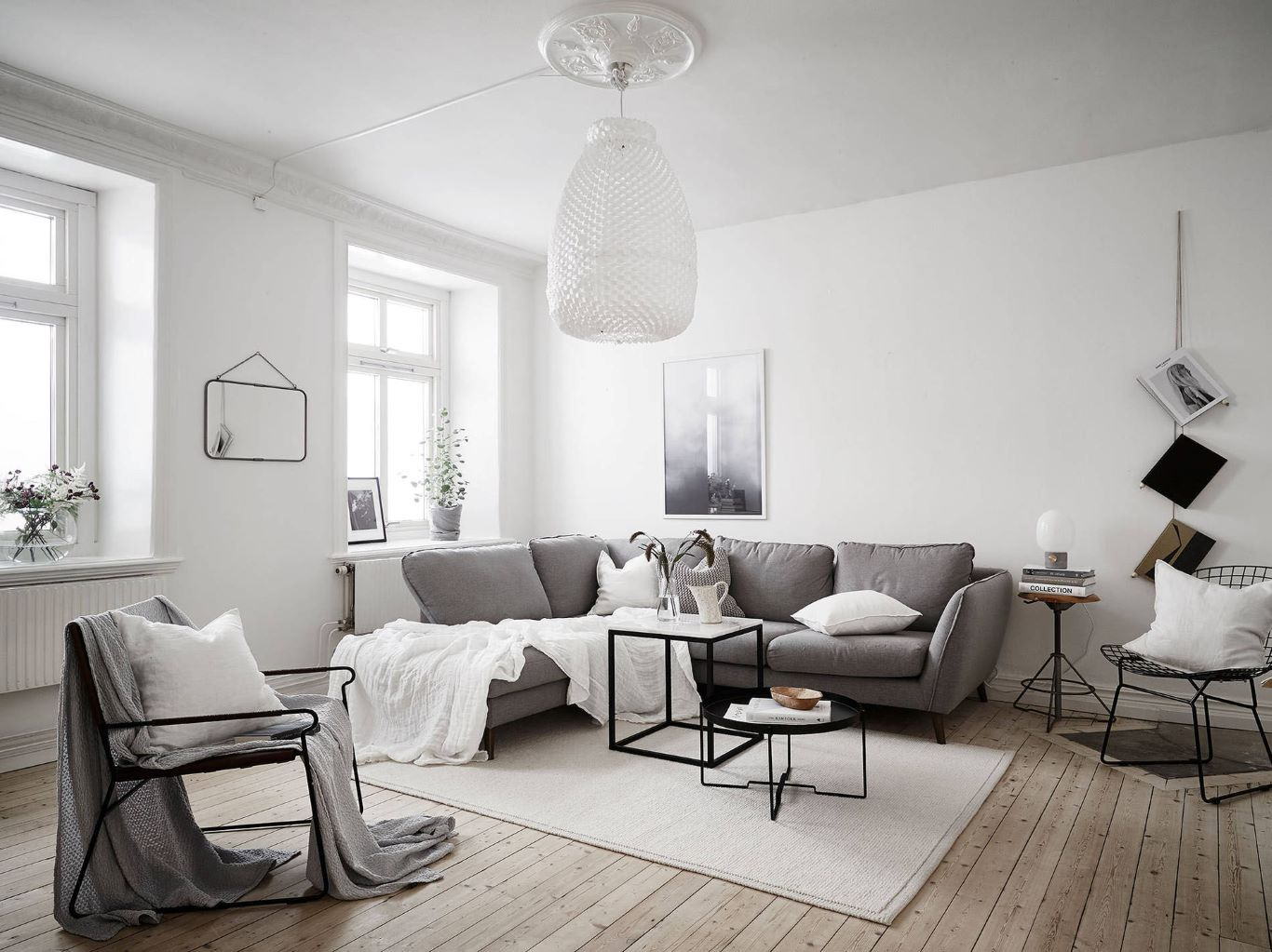 Monochromatic gray accents in a Scandinavian living space