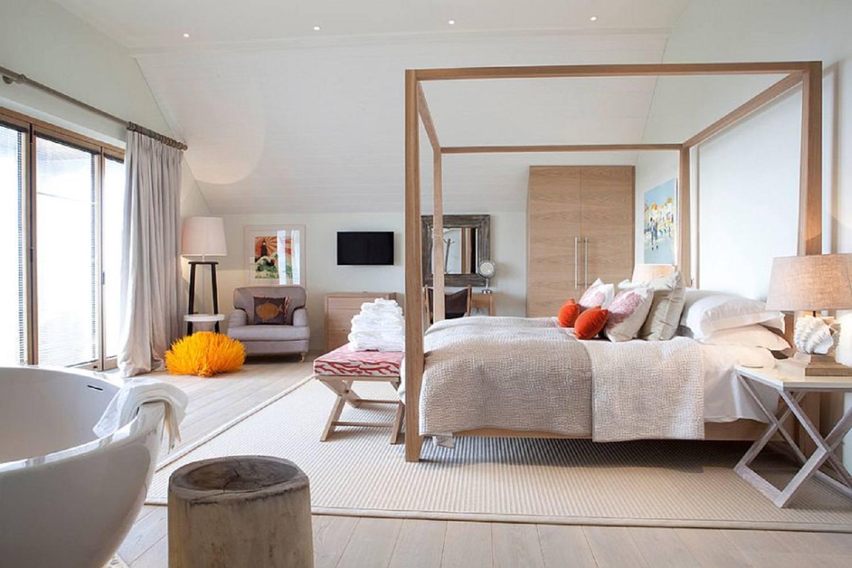 Scandinavian open-bedroom concept featuring Wood-framed canopy bed